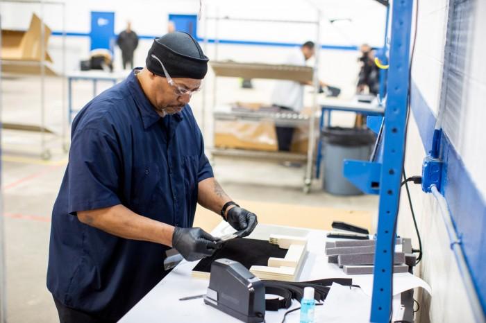 通用电气和福特汽车将为美国政府生产5万台呼吸机