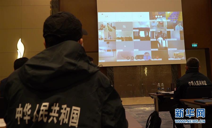中国援助哈萨克斯坦医疗队与哈人员交流图片