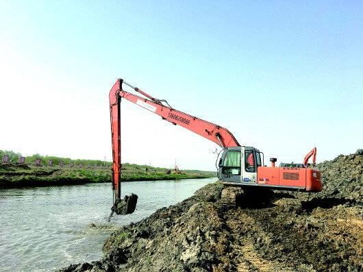 长臂挖掘机一天出土量在1000方左右。