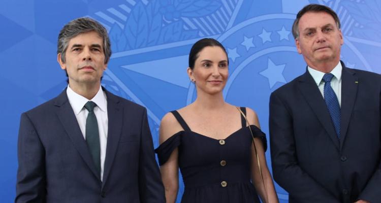 △左一为巴西新任卫生部长纳尔逊•泰希(图片来源:巴西卫生部网站)