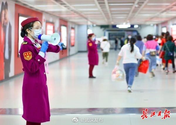 保障通勤 武汉轨道交通将增加早高峰时段上线列车数图片
