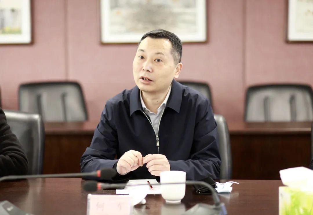 龙山县人民政府副县长储军一行到新五丰调研交流