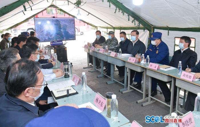 四川省委书记在凉山森林火灾一线指导扑火救援工作图片