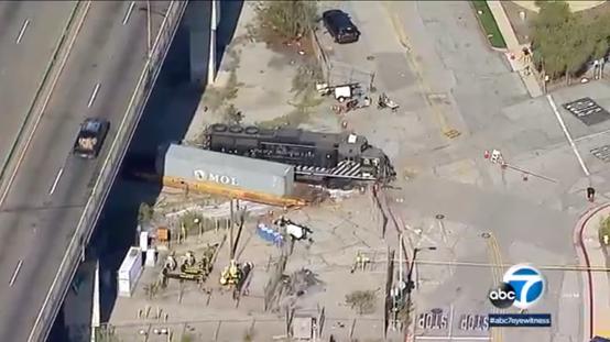 洛杉矶男子开火车冲撞美海军医疗船 称想吸引注意