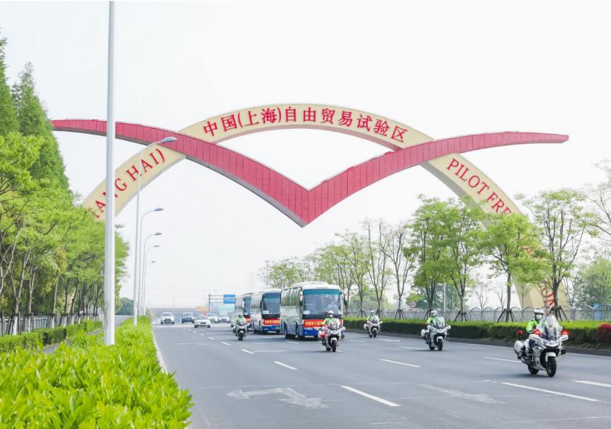 天富七人民医院50名援鄂医天富务人员隔离休图片