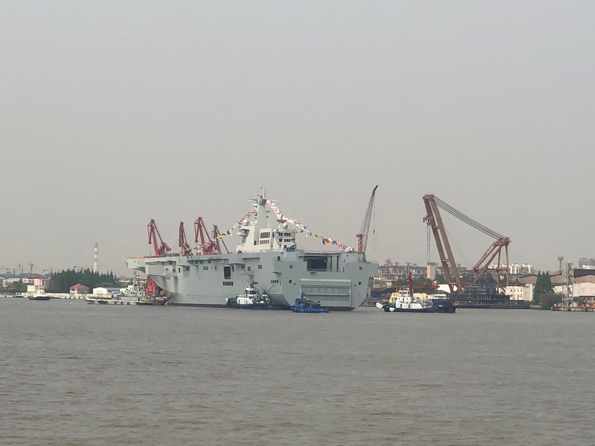 冲过狂风骤雨,驰遍万里海域。好汉的中国水兵,海洋就是故乡。——中国人民海军之歌,刘华清作词、吕远作曲