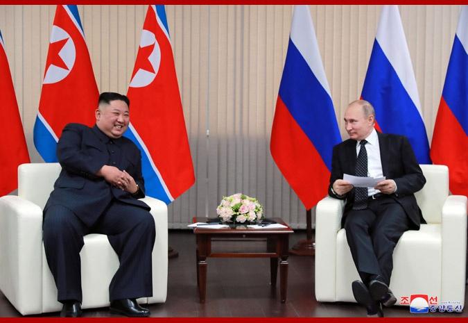 2019年4月25日,金正恩访问俄罗斯期间与普京会晤。(朝中社)