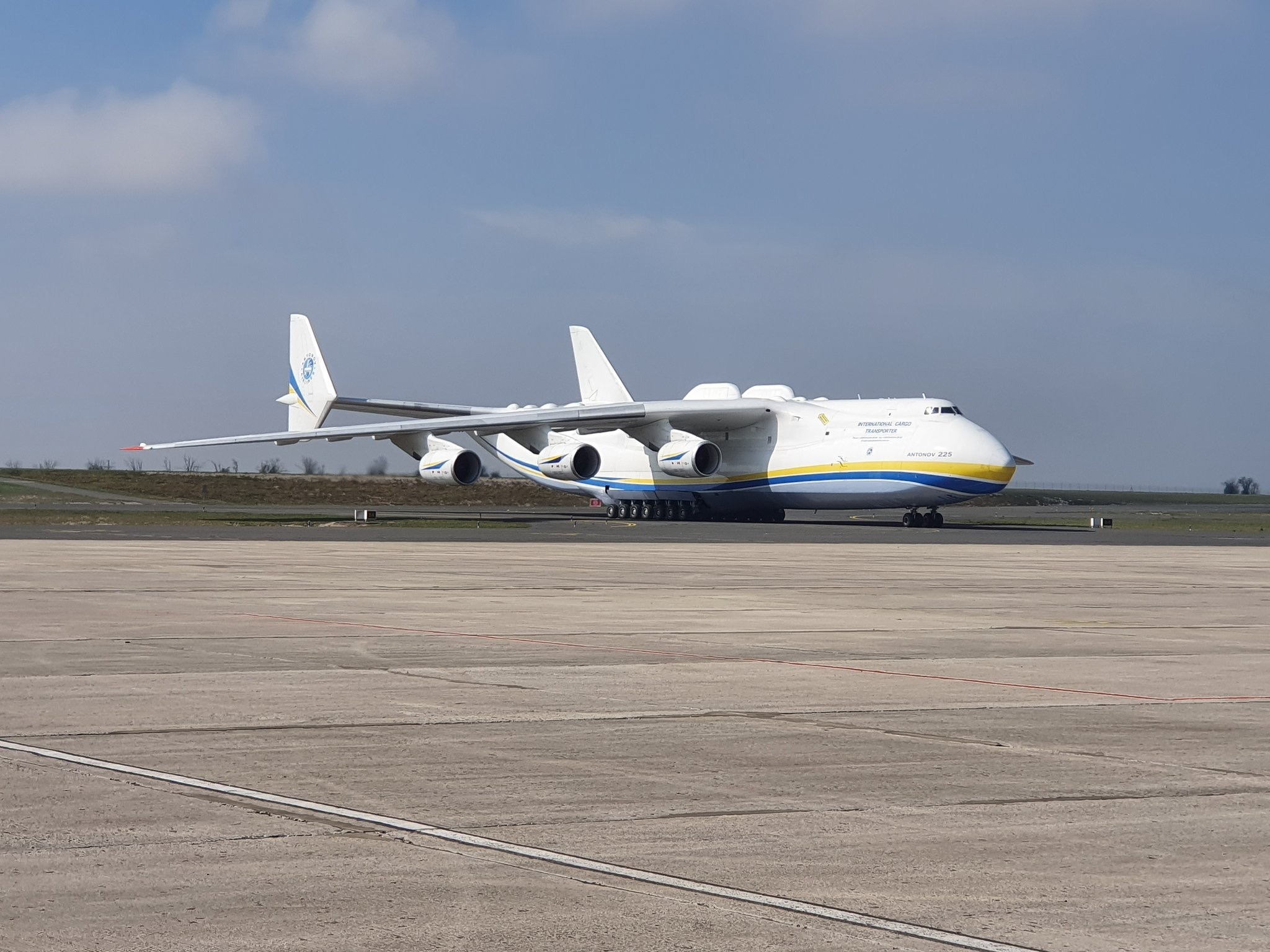 「摩天测速」约世界最大飞机安-225型大摩天测速图片