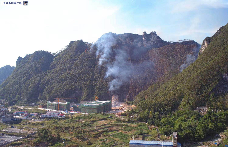 广西河池突发山火 救援人员奋战10小时将明火扑灭图片