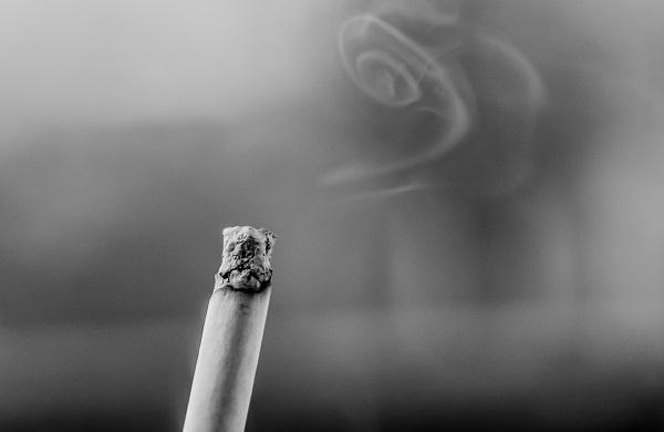 新冠病毒对吸烟者和电子烟使用者的危害是否更大呢?