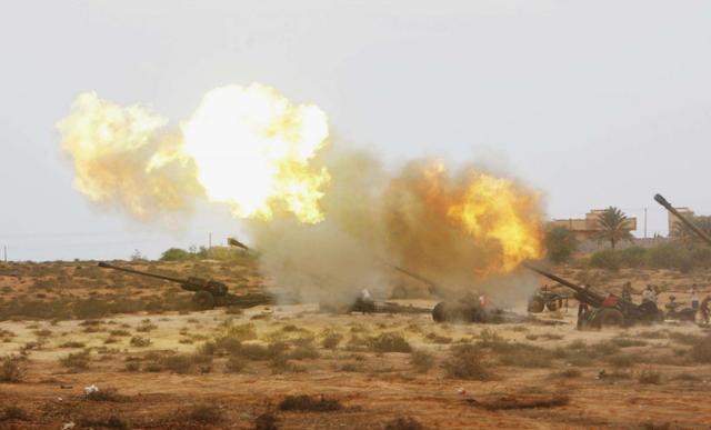 中国制导炮弹扬威北非:直接从屋顶钻入爆炸,一举端掉叛军司令部