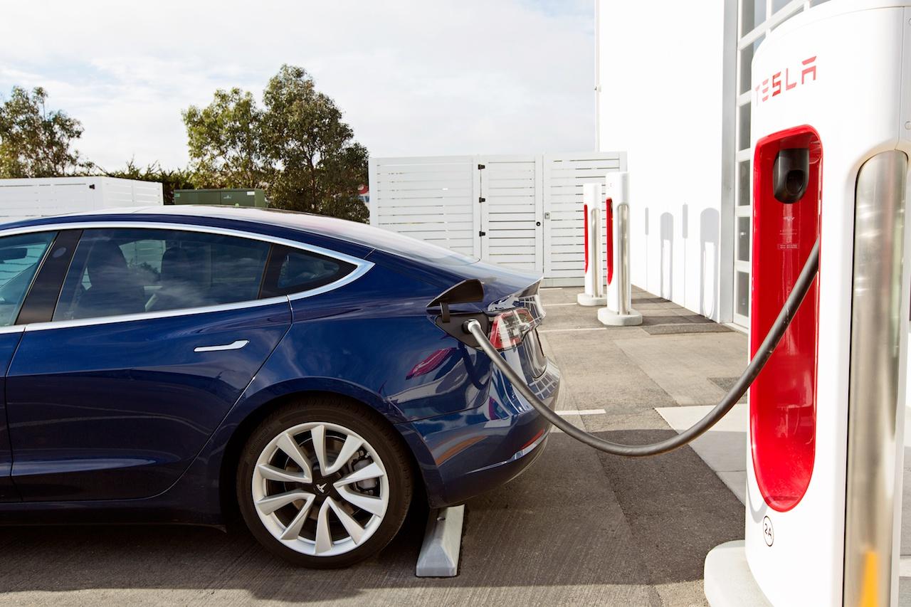 特斯拉降价、补贴政策刺激消费 新能源基金或迎投资机会