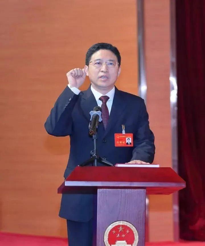 在两省任省委副秘书长的他,出任市长图片