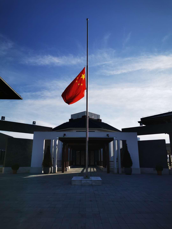 中国驻土耳其使馆深切悼念新冠肺炎疫情牺牲烈士和逝世同胞图片