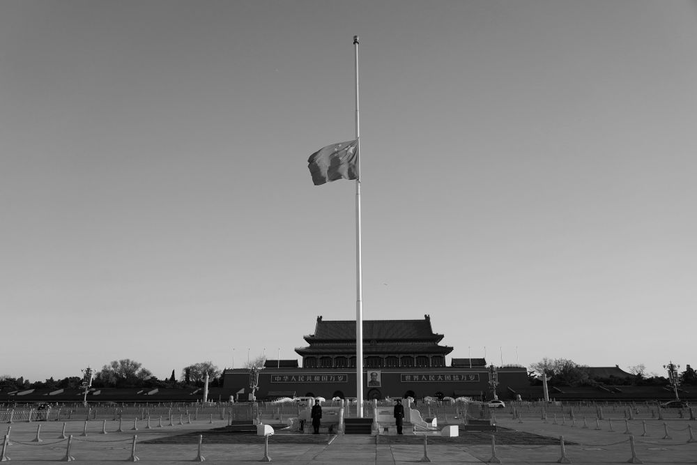 天安门广场下半旗志哀图片