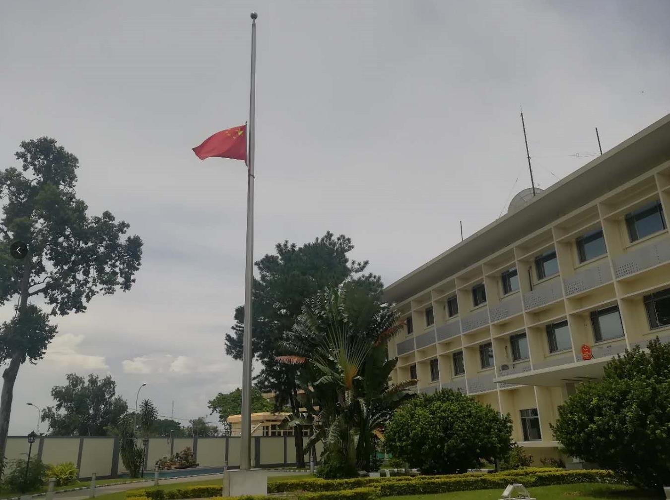 「恒行」国驻刚果布恒行大使馆下半旗志图片