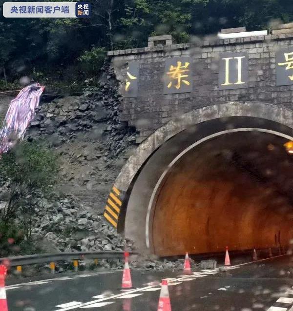 福建一高速隧道口塌方 部分路段已临时管制图片