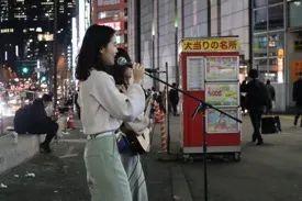中田彩香等在东京陌头演唱。受访者供图