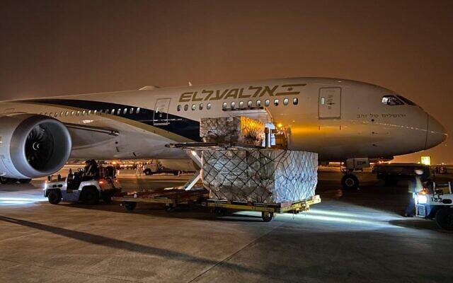 △4月6日以色列本古里安机场 以色列航空公司一货机从中国运回医疗和防疫物资