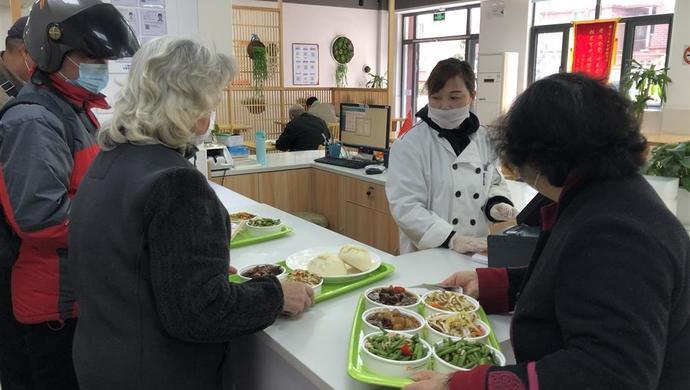 老年食堂重开张,居家照护再启动,上海社区为老服务正逐步恢复图片
