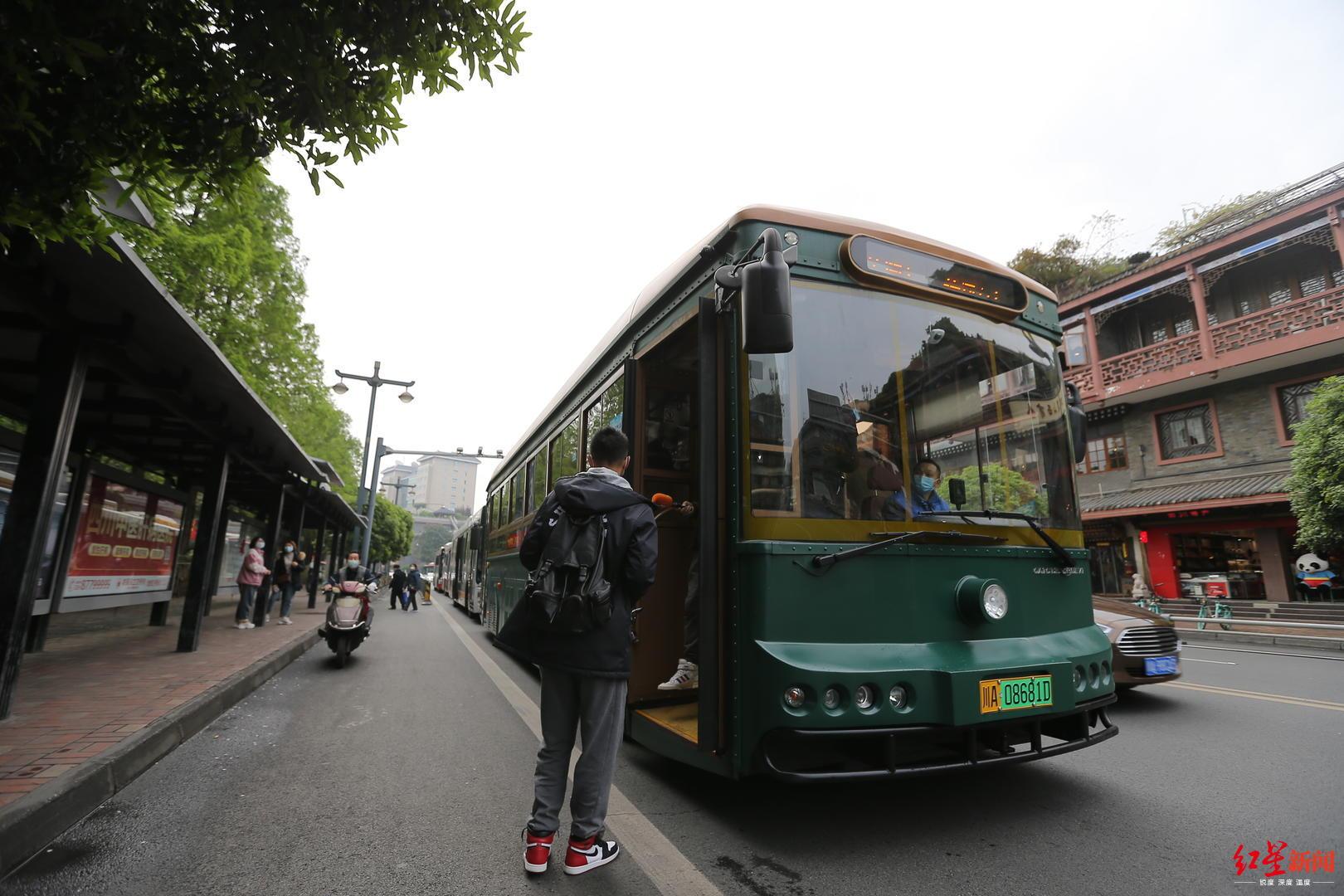 四川A级景区两天接待202.58万人次,游客热衷山岳游图片