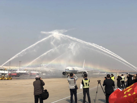 三重水门 最高礼遇 国家援鄂医疗队今日最大规模返京图片