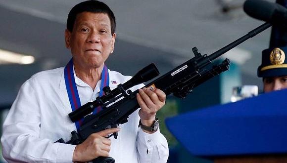 """外出喝酒还辱骂卫生员,菲律宾一男子违反""""封城令""""被击毙"""