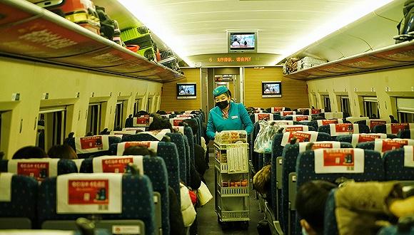 高铁上摘口罩吃饭引冲突,铁路公安回应处理结果