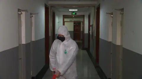 """""""一人一餐具 一用一消毒"""" 辽宁各地完善措施保证学生安全返校图片"""