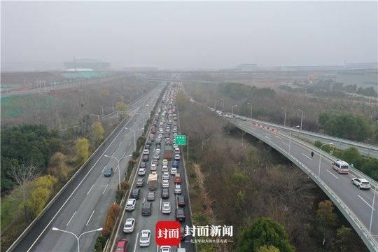 封城当天的高速公路
