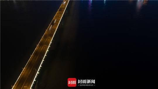 封城后的武汉长江大桥