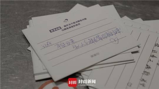 餐饮店自愿者写给医护职员的卡片