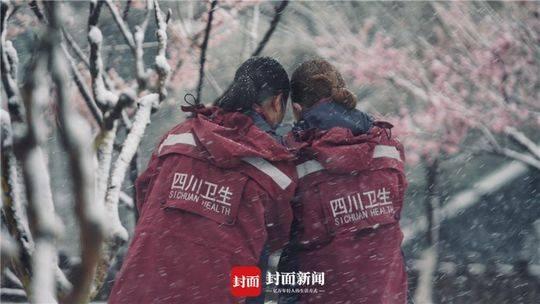 大雪中的四川援鄂护士