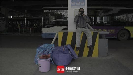 从广州来的务工职员没有智妙手机无法提供绿码不能搭车