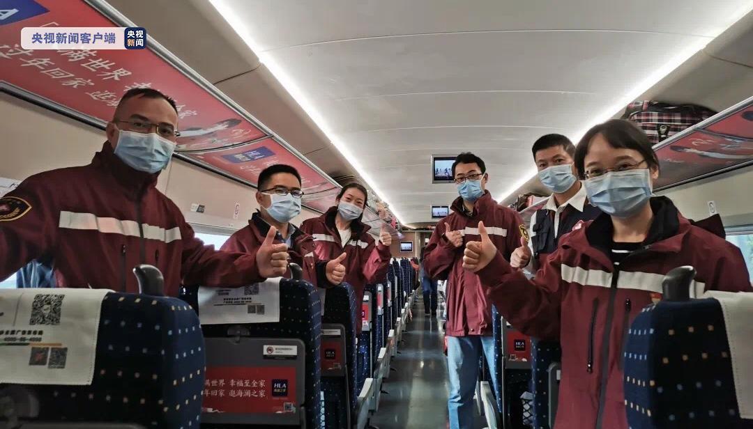 广西最后6名援湖北医疗队员8日搭乘首班离鄂高铁回邕图片