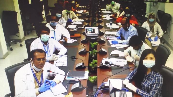 △孟加拉国医疗职员通过视频集会介入交换
