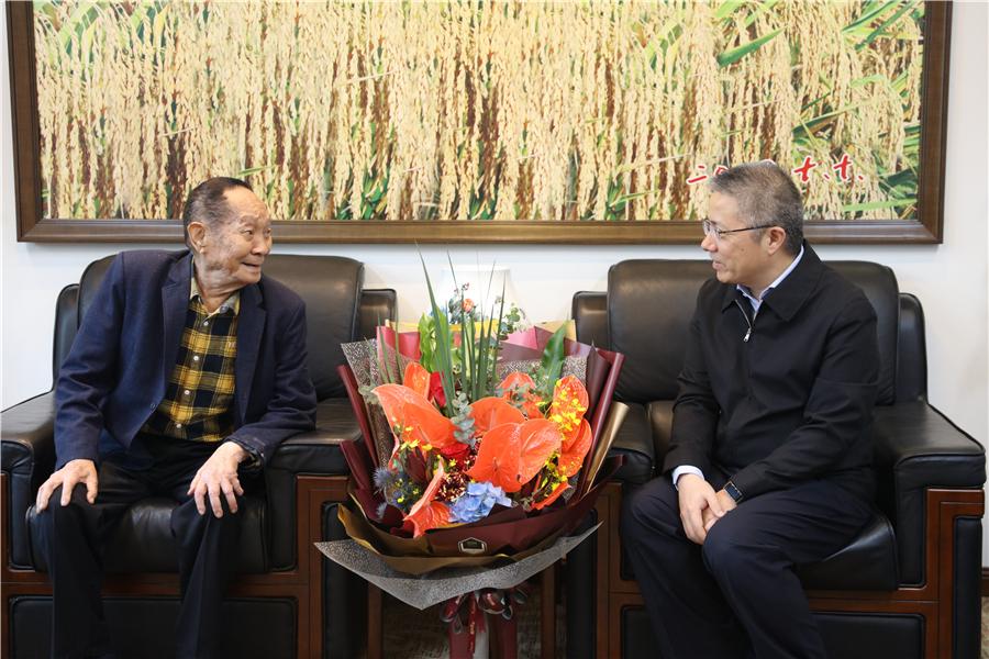 朱忠明看望袁隆平院士并调研杂交水稻国家重点实验室图片