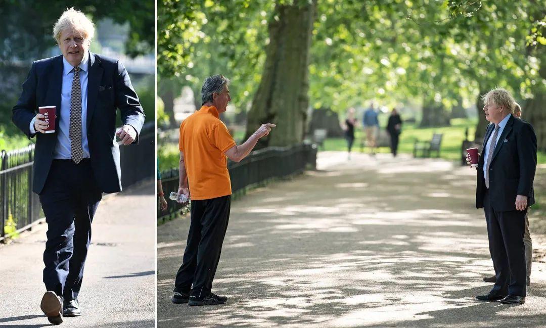 """9日,约翰逊在公园内不戴口罩,手拿咖啡的图片在网上""""火了"""" 推特图"""