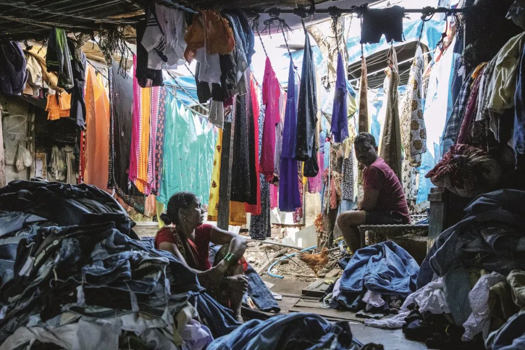 """印度孟买""""多比迦特""""千人洗衣厂,可容纳千人同时手工洗衣。"""