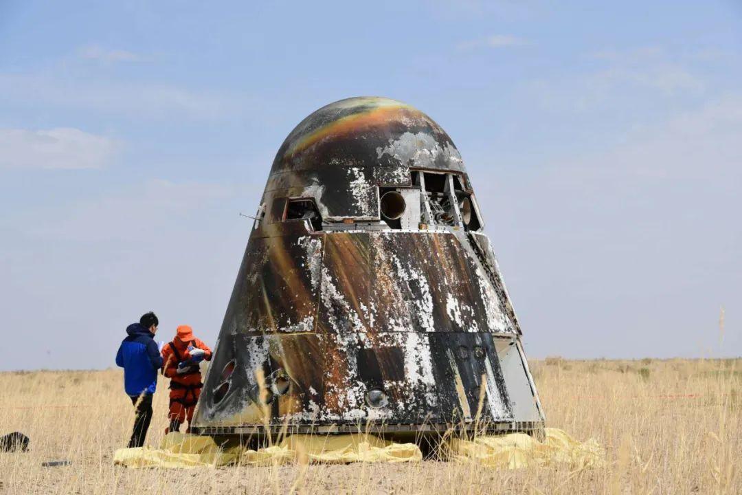 5月8日,新一代载人飞船试验船返回舱返回现场。汪江波摄