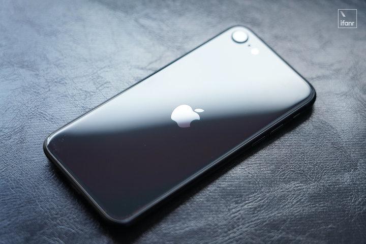 在iPhone SE上待了半个月,我想谈一谈它的现在和未来| iPhone | Apple
