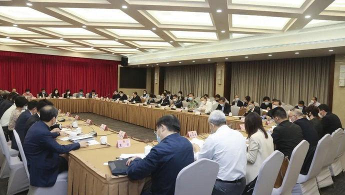 摩天注册:上海代市长向摩天注册代表通报图片