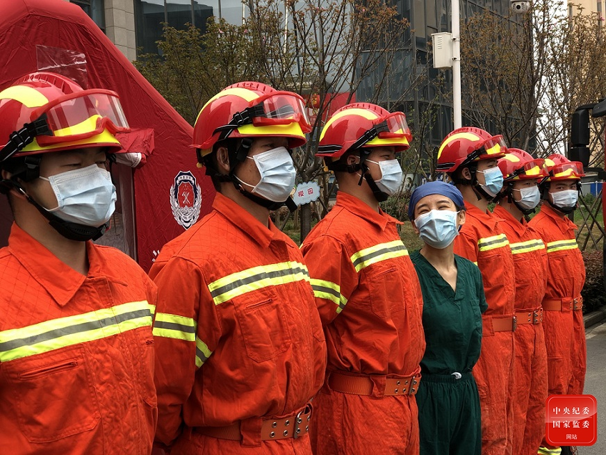 摩天平台:中国摩天平台战疫观察之二守护生命图片