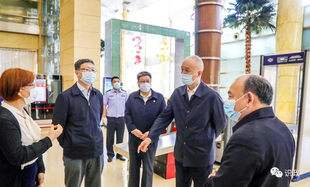 全国两会召开在即,蔡奇陈吉宁检查驻地,要求防疫和服务保障两手抓!图片