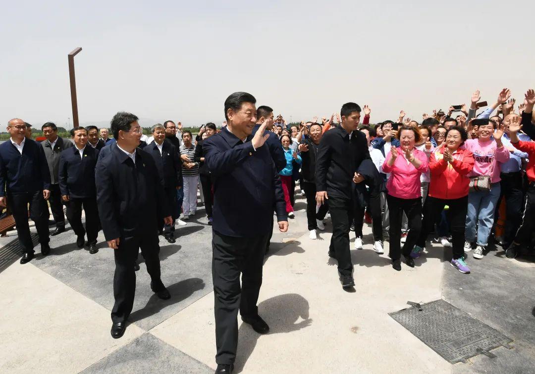 ↑2020年5月12日,中共中心总书记、国度主席、中心军委主席习近平在太原观察调研。这是习近平在汾河太原城区晋阳桥段向市民挥手请安。新华社记者 谢环驰 摄
