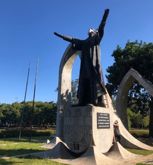△圣保罗市雕像纷纷戴上口罩(图片来源:巴西旅游日报网站)