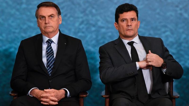 △巴西总统博索纳罗(左)与前任司法和公共安全部长莫罗(图片来源:巴西环球网)