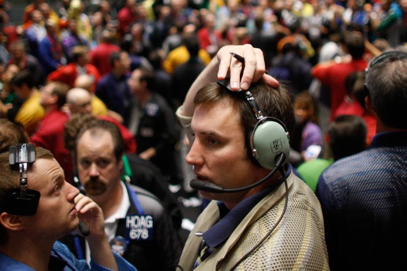 黄金交易提醒:多重因素令美股重挫2%,恐慌指数飙升近20%,金价坚守千七关口,等待鲍威尔讲话