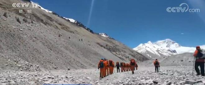 2020珠峰高程测量 测量登山队16日再次向珠峰发起挑战图片