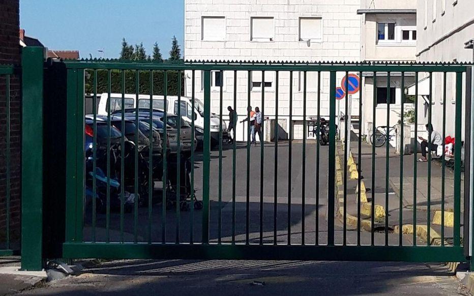 发生集体感染的外国劳工宿舍(巴黎人报)